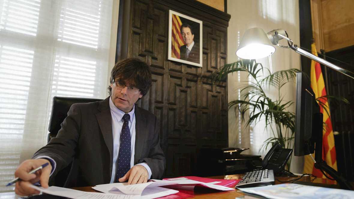 Boletines RNE - Puigdemont toma posesión esta tarde de su cargo como president de la Generalitat - Escuchar ahora