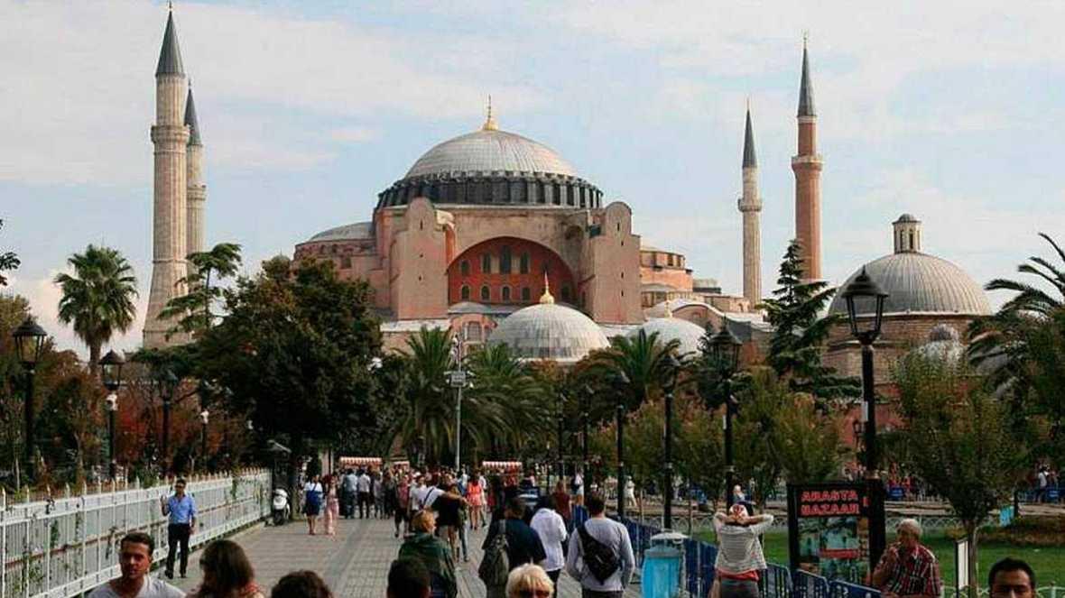 Boletines RNE - Una potente explosión sacude el centro de Estambul - Escuchar ahora