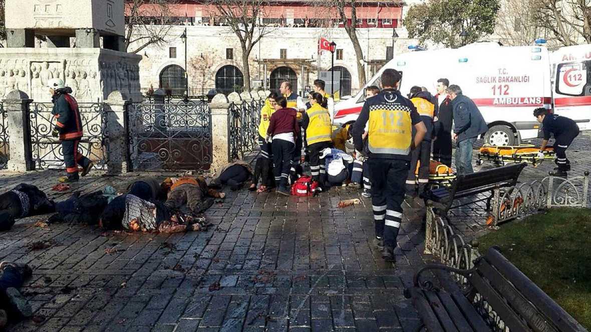 Boletines RNE - Al menos diez personas han muerto en la potente explosión registrada en el centro de Estambul - Escuchar ahora
