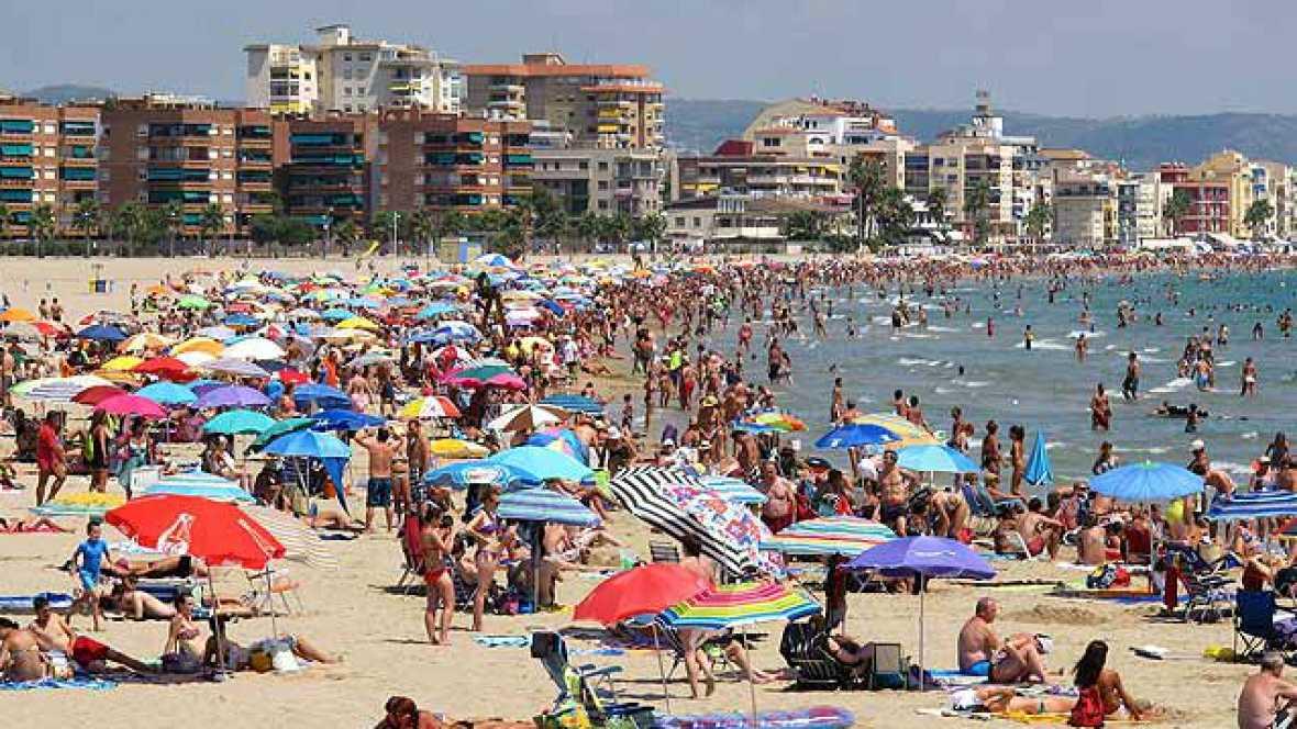 Radio 5 Actualidad - La actividad del sector turístico crece casi un 4% en 2015 - Escuchar ahora