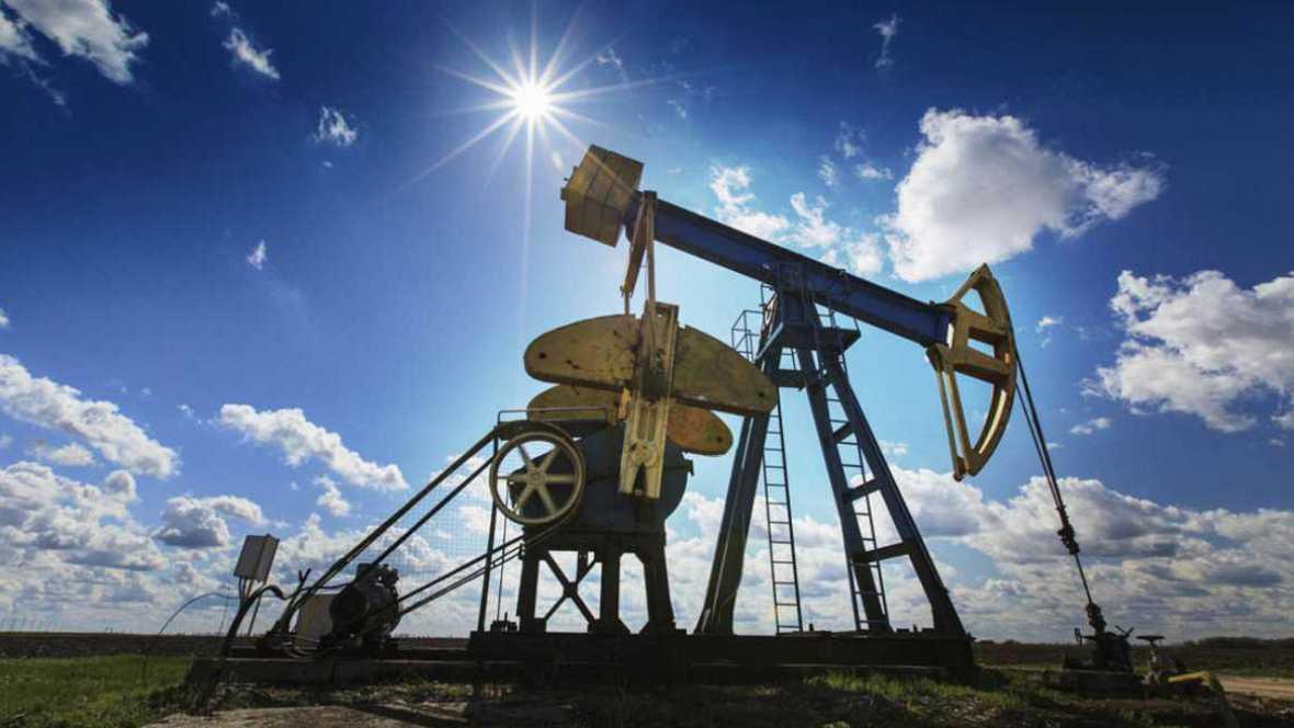 Entre paréntesis - La OPEP pide una reunión para analizar el bajo precio del petróleo - Escuchar ahora