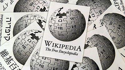 Entre paréntesis - Wikipedia cumple 15 años - Escuchar ahora