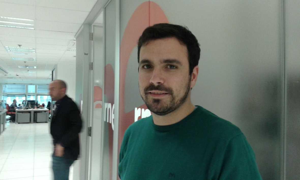 """24 horas - Alberto Garzón (IU): """"Un millón de votantes merece un grupo parlamentario propio"""" - 15/01/16 - Escuchar Ahora"""