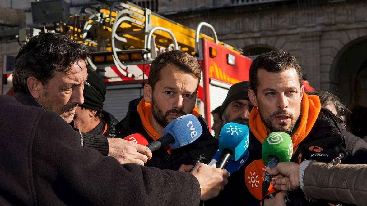 Informativos fin de semana - 14 horas - Manifestación en Sevilla pidiendo la liberación de los bomberos humanitarios - Escuchar ahora