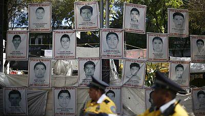 Entre paréntesis - Sigue sin aclararse la matanza de los estudiantes de Iguala - Escuchar ahora