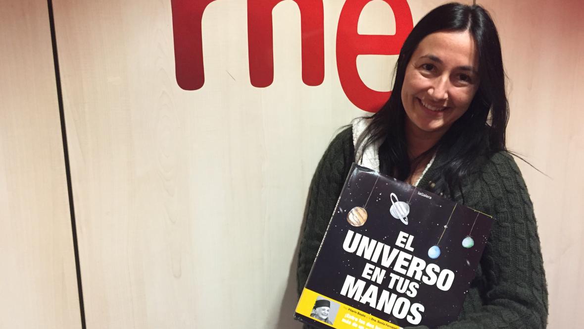 Gente despierta - Sonia Fernández-Vidal acerca la ciencia a los niños en 'El universo en tus manos' - Escuchar ahora