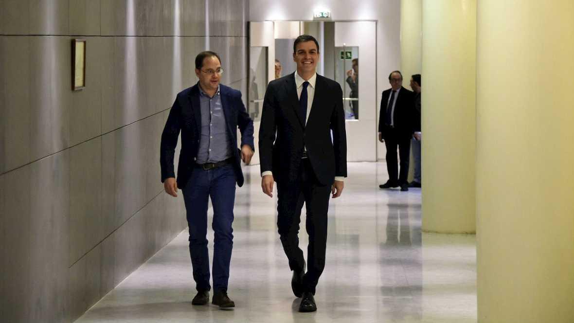 Informativos fin de semana - 14 horas - El PSOE insiste en que es a Rajoy a quien compete intentar formar gobierno - Escuchar ahora
