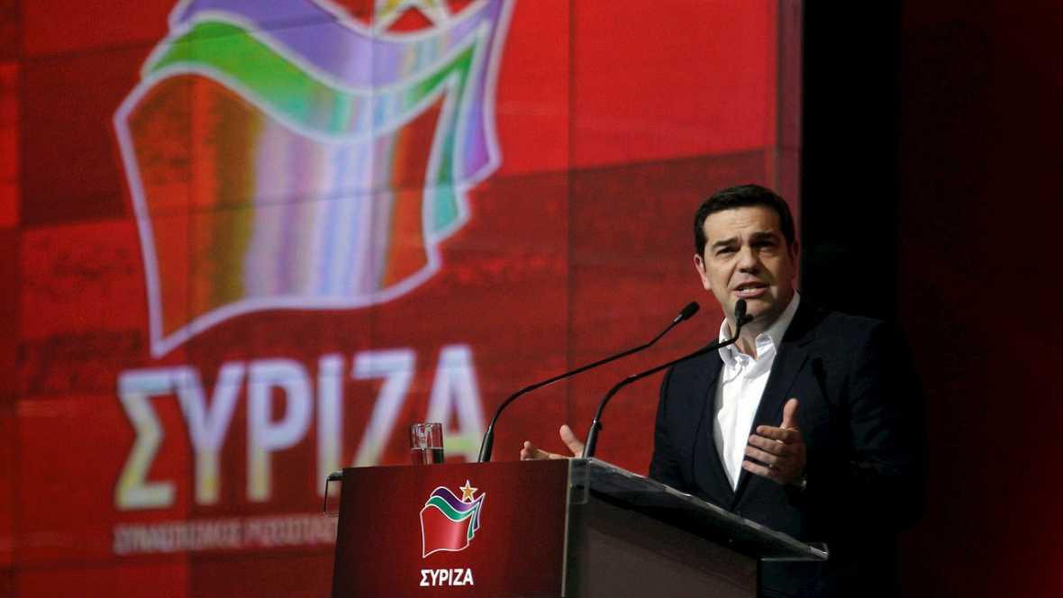 Tsipras defiende un año de gestión con protestas en la calle - Escuchar ahora