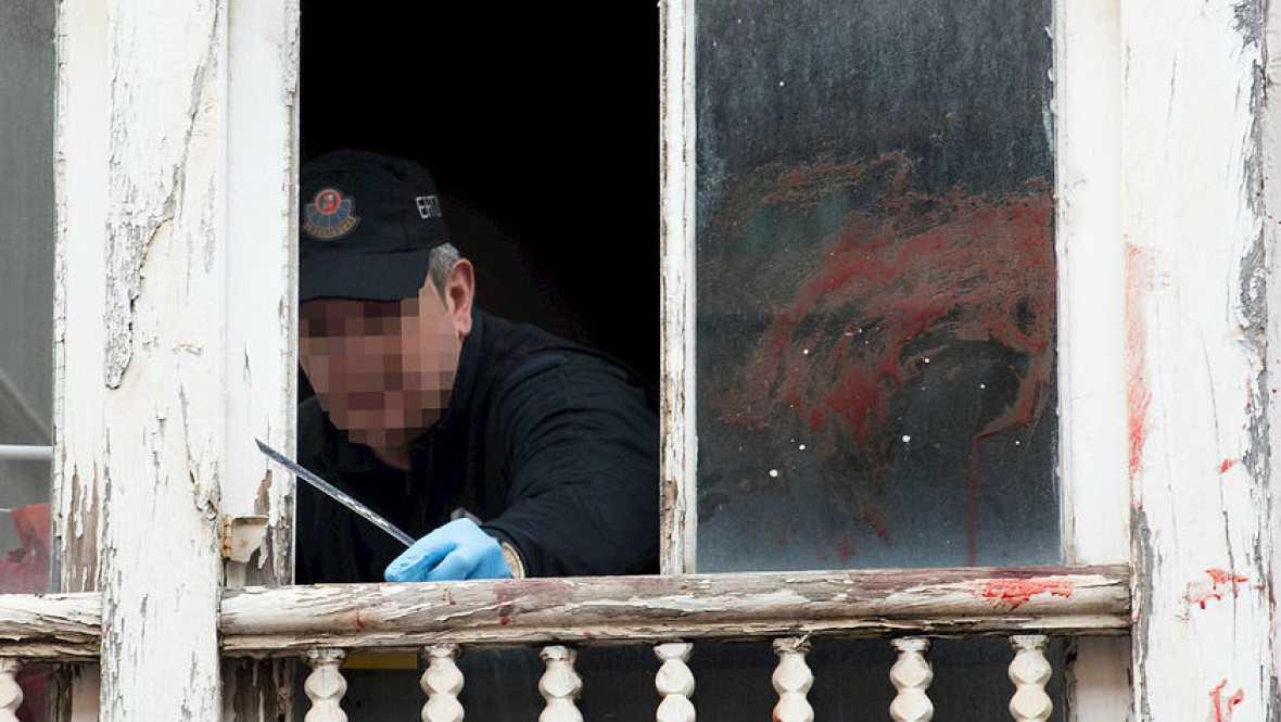 Radio 5 Actualidad - Horrorizados por la pequeña arrojada por una ventana - 26/01/16 - Escuchar ahora