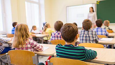España vuelta y vuelta - Niños, padres y escuela - Escuchar ahora