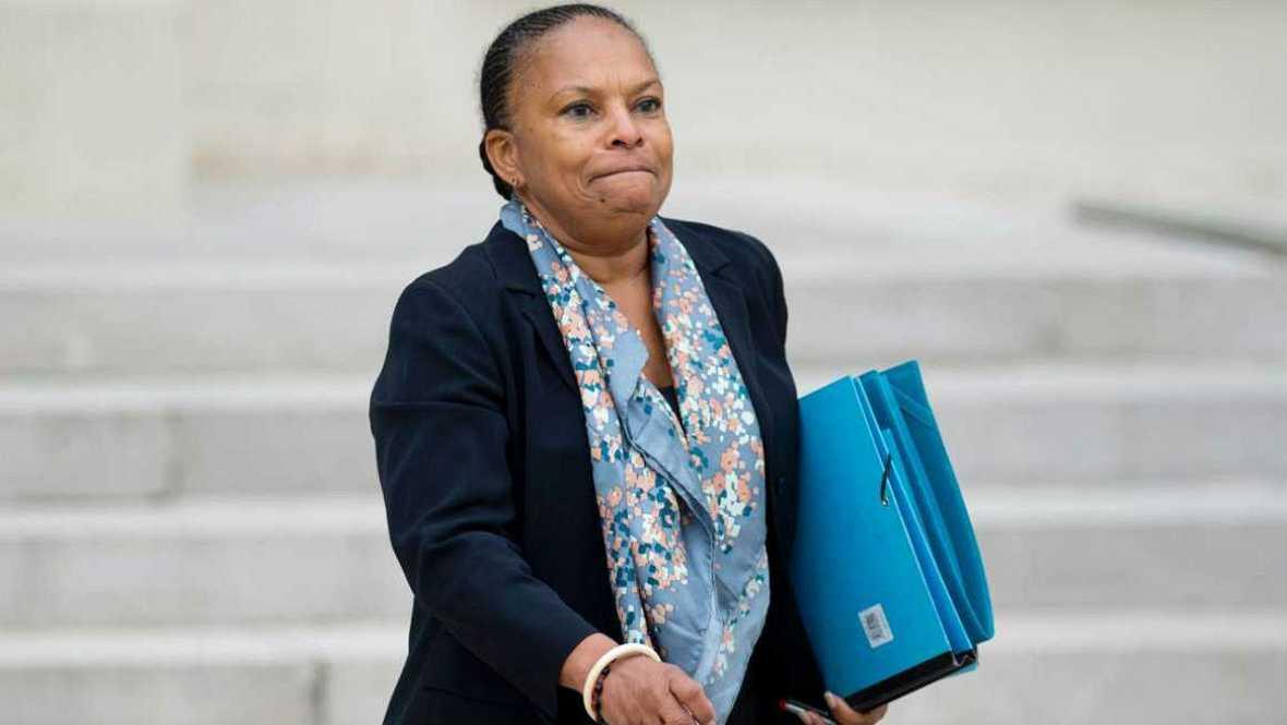 Radio 5 Actualidad - Dimite la ministra de Justicia enfrentada con Hollande - 27/01/16 - Escuchar ahora