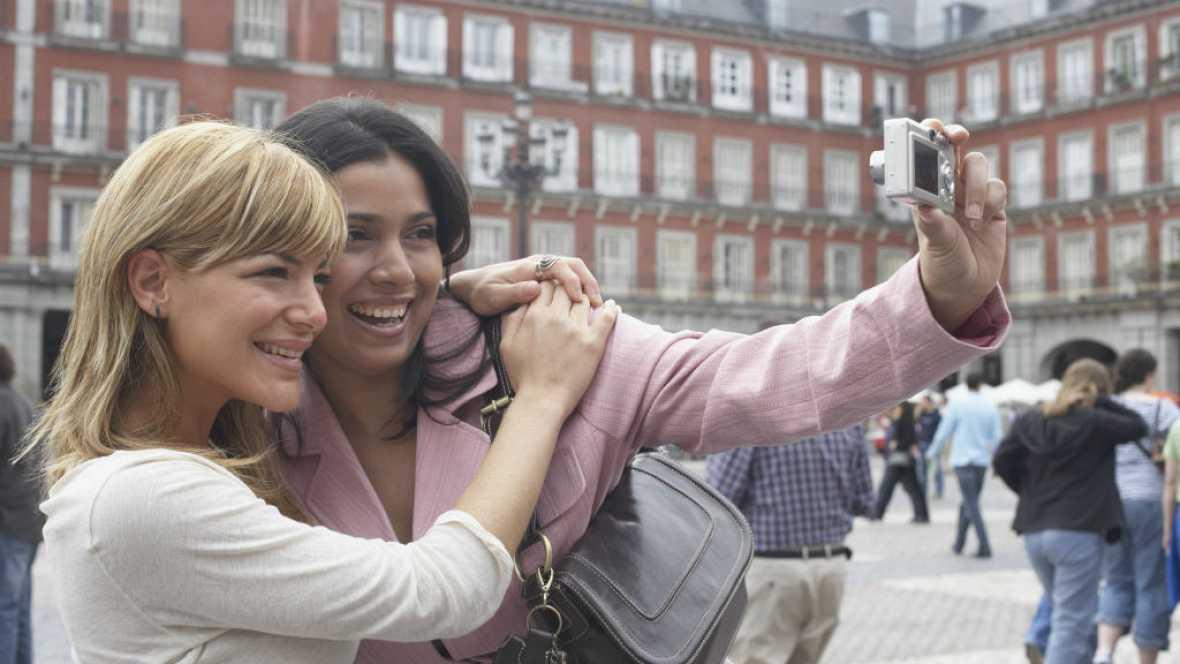 Radio 5 Actualidad -  España bate su récord de turistas extranjeros - 29/01/16 - Escuchar ahora