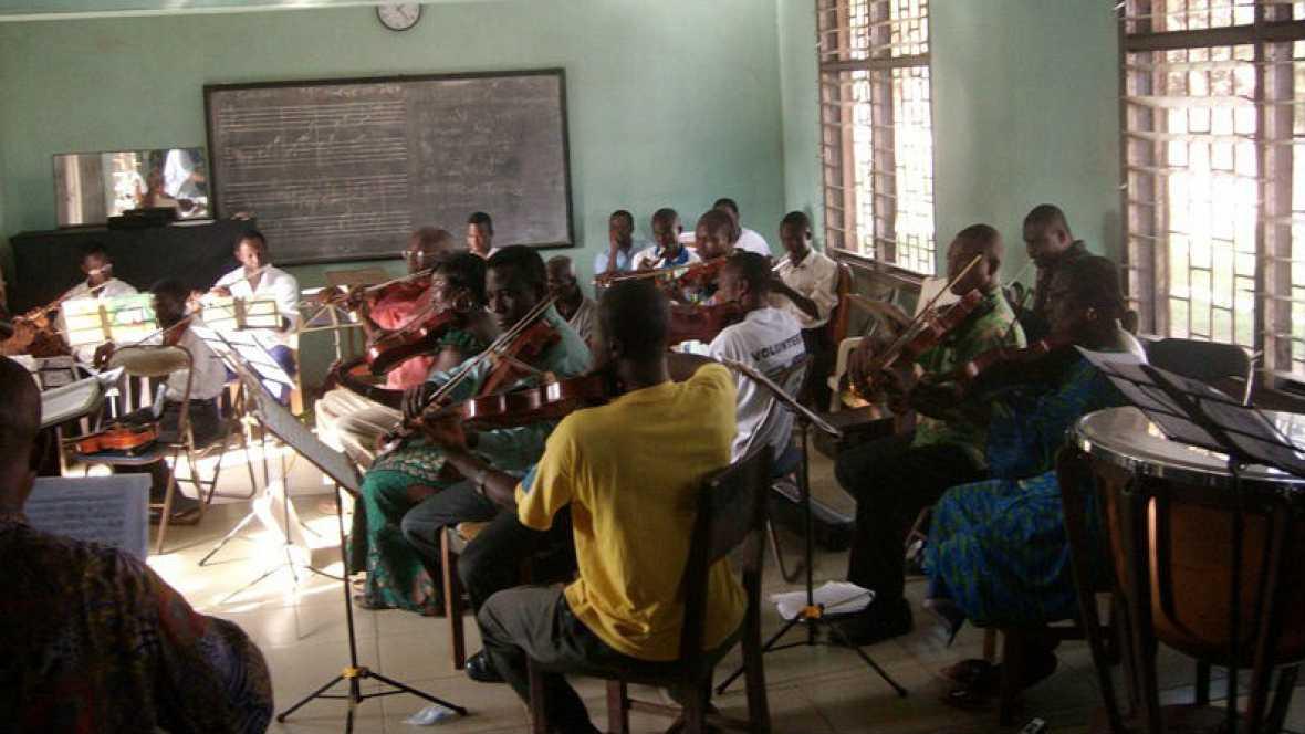 Ritmos étnicos - Orquesta Sinfónica de Ghana - 31/01/16 - Escuchar ahora