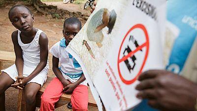 Entre par�ntesis - Tolerancia cero con la mutilaci�n genital femenina - Escuchar ahora