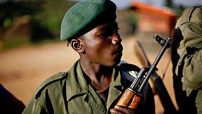 Entre par�ntesis - M�s de 300.000 menores combaten en alg�n conflicto armado - Escuchar ahora
