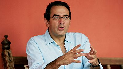 """Libros de arena - Juan Gabriel V�squez presenta """"La forma de las ruinas"""" - 13/02/16 - Escuchar ahora"""