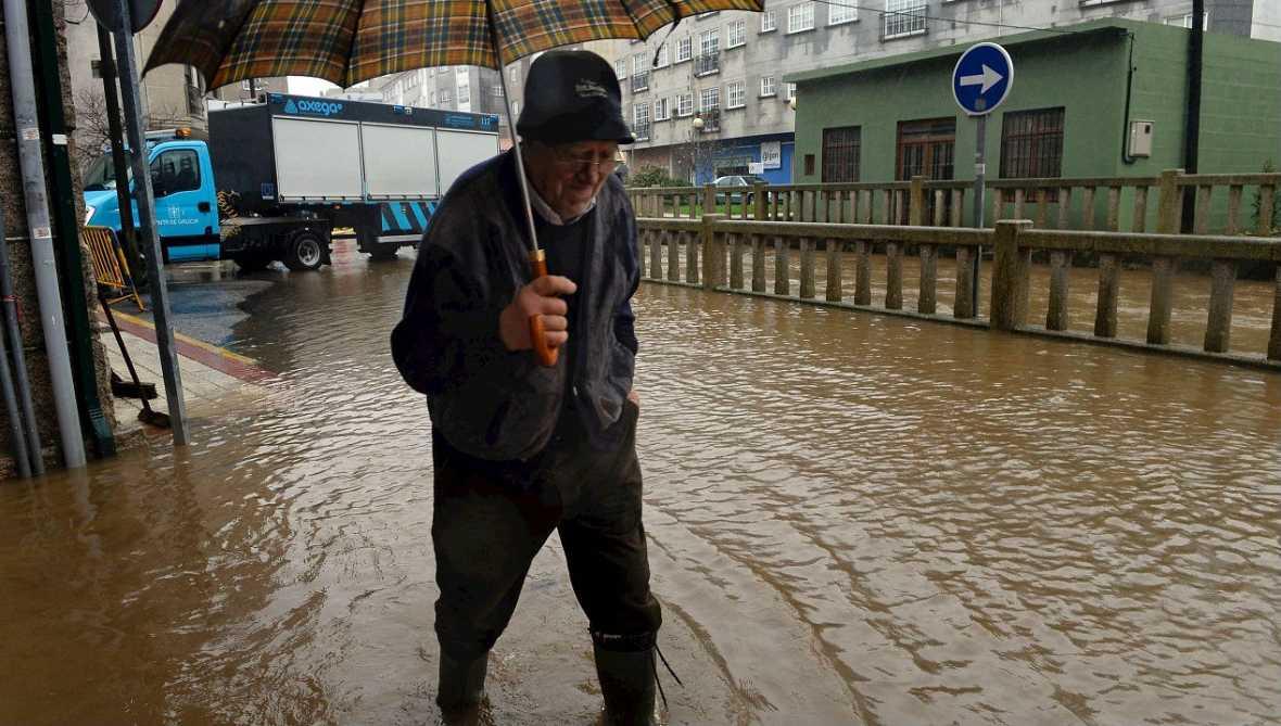 Informativos fin de semana - 20 horas - Tiempo invernal y peligro de desbordamientos en Espa�a - Escuchar ahora