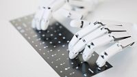 Diez minutos bien empleados - Empleos del futuro. Robots al mando - Escuchar ahora