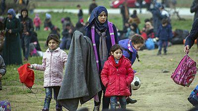 Radio 5 Actualidad - La ola de refugiados sigue desbordando Grecia - Escuchar ahora