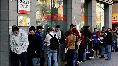 Boletines RNE - Espa�a, el pa�s de la Uni�n Europea donde el desempleo est� bajando m�s r�pido - Escuchar ahora