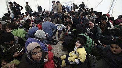 Boletines RNE - Merkel busca el apoyo de Hollande para afrontar la crisis de los refugiados - Escuchar ahora