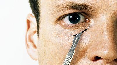 El canto del grillo - El verdadero rostro de la cirugía estética - Escuchar ahora