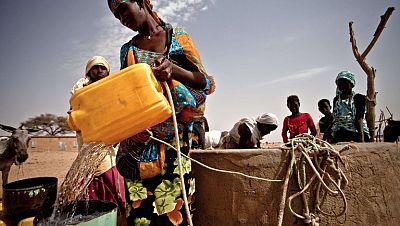 Entre paréntesis - Auara: Vender agua para regalarla a quien no tiene - Escuchar ahora