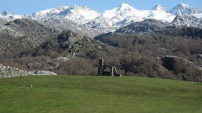 Entre paréntesis - Picos de Europa, primer Parque Nacional de España - Escuchar ahora