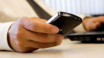 Entre paréntesis - Alertan de los fraudes a través de las aplicaciones de móvil - Escuchar ahora