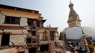 Entre paréntesis - Los huérfanos de Nepal, un año después del terremoto - Escuchar ahora