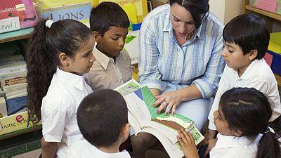 Por la educación - Trilogía de Josefina Aldecoa - Escuchar ahora