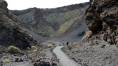 Entre paréntesis - Timanfaya, el único Parque Nacional eminentemente geológico - Escuchar ahora