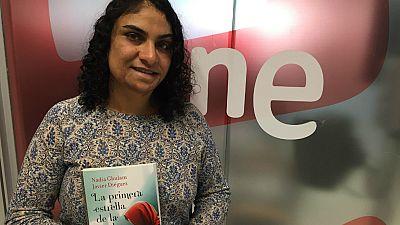 """Las mañanas de RNE - Nadia Ghulam: """"El título hace referencia a mi madre, que se tranquilizaba y le cambiaba la cara cuando salía la primera estrella"""" - Escuchar ahora"""