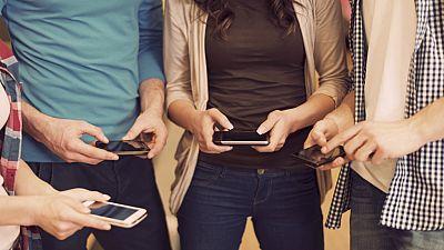 Entre par�ntesis - Los riesgos neuropsicol�gicos de las redes sociales - Escuchar ahora