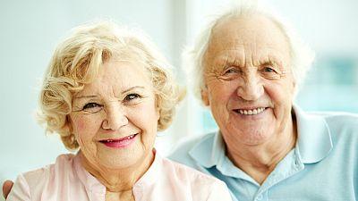 Entre paréntesis - En el año 2050, habrá el doble de personas mayores de 65 años que en la actualidad - Escuchar ahora