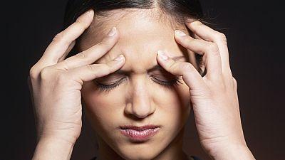 Entre paréntesis - Identifican 38 variantes genéticas que pueden causar migraña - Escuchar ahora