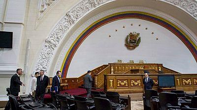 Las mañanas de RNE - La Asamblea Nacional de Venezuela cita a Podemos para que responda por la supuesta financiación ilegal - Escuchar ahora