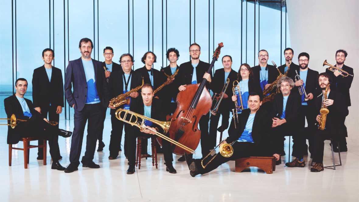 Una casa portuguesa - La Orquesta de Jazz de Matosinhos - Escuchar ahora