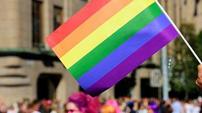 Entre paréntesis - Bisexualidad, tema central del Día del Orgullo Gay 2016 - Escuchar ahora