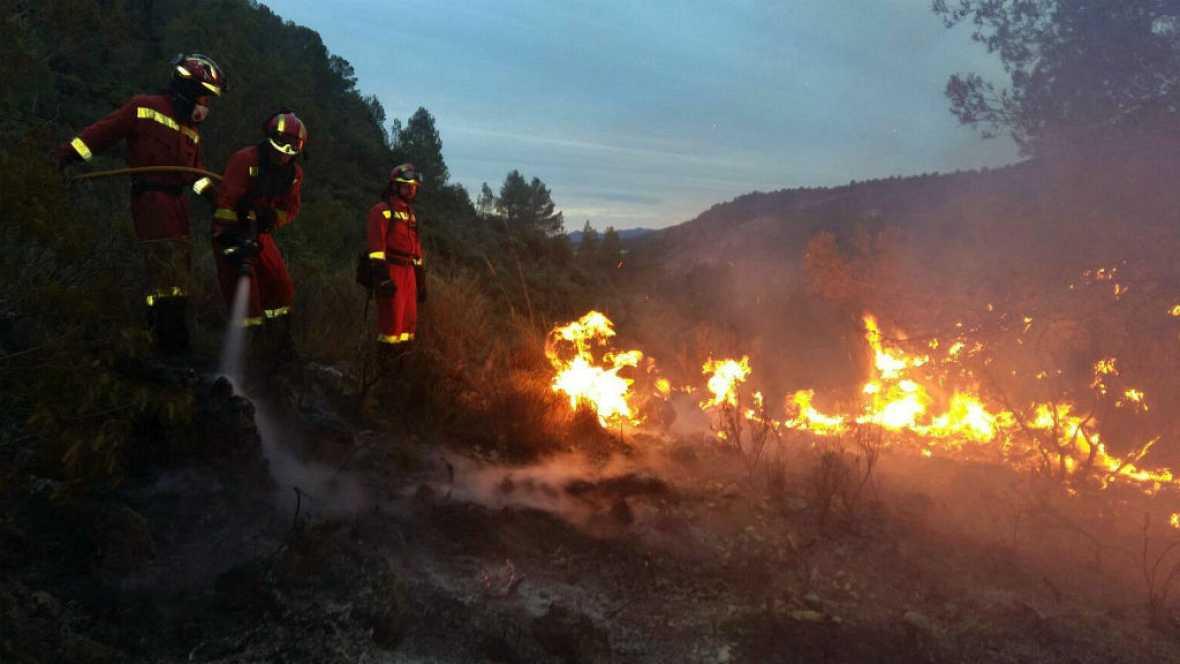 Las ma�anas de RNE - El viento dificulta la extinci�n del incendio de Li�tor, Albacete - Escuchar ahora