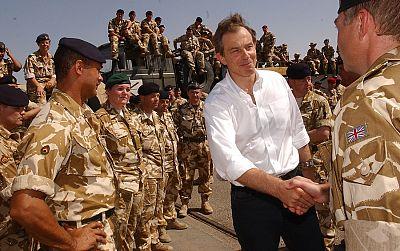 Entre paréntesis - La actuaciónn de Blair en la guerra de Irak, cuestionada - Escuchar ahora