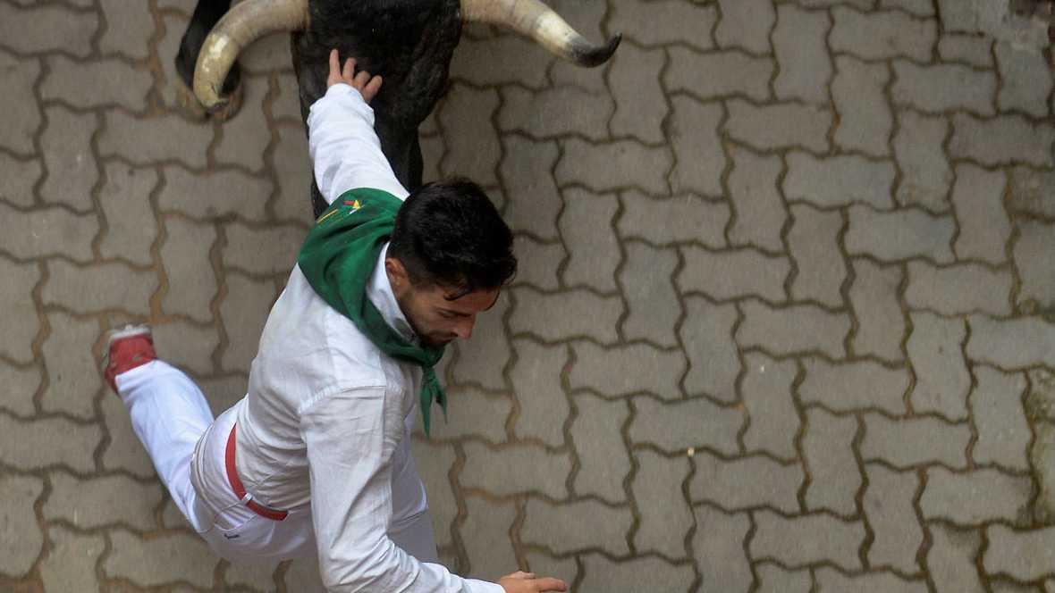 Tercer encierro : dos heridos por asta de toro - Escuchar ahora