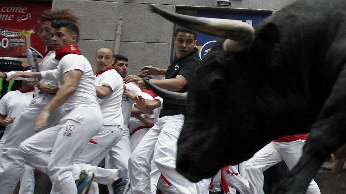 Sanfermines 2016 - Rápido penúltimo encierro con la manada disgregada - Escuchar todo