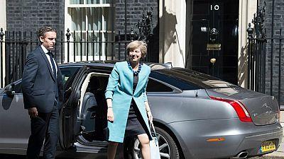 Entre par�ntesis - Theresa May dise�a su gabinete - Escuchar ahora