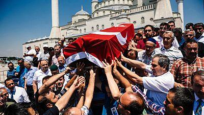 Entre par�ntesis - La UE pide a Turqu�a que respete el Estado de derecho - 18/07/16 - Escuchar ahora