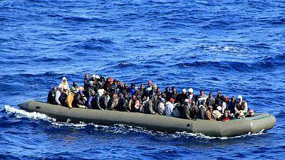 Entre par�ntesis - 22 migrantes fallecidos, en una barca neum�tica en el Mediterr�neo - Escuchar ahora