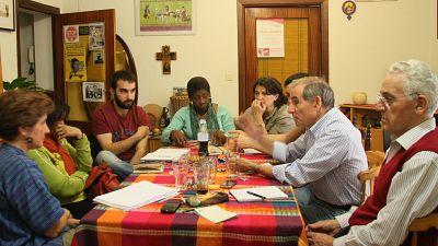 Las mañanas de RNE - Charlamos con voluntarios de Senda de Cuidados, una ONG que da trabajo a personas en riesgo de exclusión social - Escuchar ahora