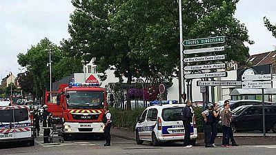 Boletines RNE - Termina la toma de rehenes en Normandía, con uno de ellos fallecido - Escuchar ahora