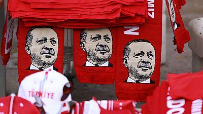 Radio 5 Actualidad - El Gobierno turco cierra 130 medios de comunicaci�n - 28/07/16 - Escuchar ahora