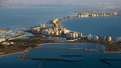 """Vecinos y turistas denuncian el """"peligro extremo"""" del mar Menor por los vertidos fitosanitarios"""